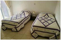 Спальня 2. Кипр, Пафос город : Великолепный апартамент с 2-мя спальнями, с просторным балконом с патио, расположен в комплексе с бассейном всего в 500 метрах от моря