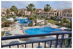 Вид. Кипр, Пафос город : Потрясающий апартамент с 3-мя спальнями, с 2-мя ванными комнатами, с просторным балконом с патио, расположен в комплексе с бассейном всего в 400 метрах от моря
