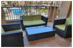 Балкон. Кипр, Пафос город : Потрясающий апартамент с 3-мя спальнями, с 2-мя ванными комнатами, с просторным балконом с патио, расположен в комплексе с бассейном всего в 400 метрах от моря