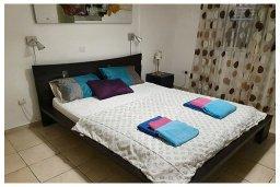 Спальня. Кипр, Пафос город : Потрясающий апартамент с 3-мя спальнями, с 2-мя ванными комнатами, с просторным балконом с патио, расположен в комплексе с бассейном всего в 400 метрах от моря