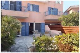 Терраса. Кипр, Пафос город : Уютная вилла с 2-мя спальнями, с солнечной террасой с патио, расположена в комплексе с бассейном всего в 500 метрах от моря
