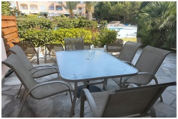 Патио. Кипр, Пафос город : Уютная вилла с 2-мя спальнями, с солнечной террасой с патио, расположена в комплексе с бассейном всего в 500 метрах от моря