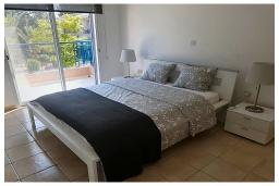 Спальня. Кипр, Пафос город : Очаровательная вилла с 2-мя спальнями, с солнечной террасой с патио, расположена в комплексе с бассейном всего в 500 метрах от моря