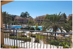 Вид. Кипр, Пафос город : Потрясающий апартамент с 2-мя спальнями, с просторным балконом с патио, расположен в комплексе с двумя бассейнами всего в 400 метрах от моря
