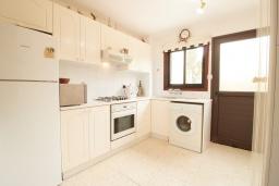 Кухня. Кипр, Хлорака : Уютный таунхаус с видом на Средиземное море, c 2-мя спальнями, расположен в современном комплексе с бассейном