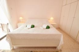 Спальня. Кипр, Хлорака : Уютный таунхаус с видом на Средиземное море, c 2-мя спальнями, расположен в современном комплексе с бассейном