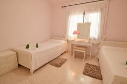 Спальня 2. Кипр, Хлорака : Уютный таунхаус с видом на Средиземное море, c 2-мя спальнями, расположен в современном комплексе с бассейном