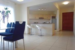 Кухня. Кипр, Пейя : Уютный апартамент c 2-мя спальнями и балконом, расположен в комплексе с бассейном