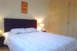 Спальня. Кипр, Пейя : Уютный апартамент c 2-мя спальнями и балконом, расположен в комплексе с бассейном