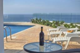 Вид на море. Кипр, Пейя : Современная вилла с панорамным видом на Средиземное море, с 4-мя спальнями, с бассейном с шезлонгами, солнечной террасой с патио и каменным барбекю, расположена недалеко от пляжа White River Beach