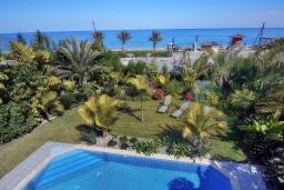 Территория. Кипр, Лачи : Потрясающая вилла с панорамным видом на Средиземное море, с 3-мя спальнями, с бассейном в окружении зелёного сада, тенистой террасой с патио, lounge-зоной и барбекю, расположена всего в 50 метрах от пляжа Latsi Beach