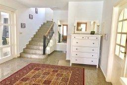 Лестница наверх. Кипр, Гермасойя Лимассол : Комфортабельная вилла с 4-мя спальнями, 3-мя ванными комнатами, с бассейном, солнечной террасой с патио и барбекю, расположена недалеко от пляжа Dasoudi beach