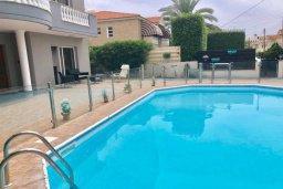 Бассейн. Кипр, Гермасойя Лимассол : Комфортабельная вилла с 4-мя спальнями, 3-мя ванными комнатами, с бассейном, солнечной террасой с патио и барбекю, расположена недалеко от пляжа Dasoudi beach