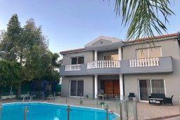 Вид на виллу/дом снаружи. Кипр, Гермасойя Лимассол : Комфортабельная вилла с 4-мя спальнями, 3-мя ванными комнатами, с бассейном, солнечной террасой с патио и барбекю, расположена недалеко от пляжа Dasoudi beach
