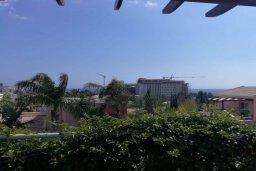 Вид. Кипр, Айос Тихонас Лимассол : Очаровательная вилла с 4-мя спальнями, 3-мя ванными комнатами, с бассейном, тенистой террасой с патио, расположена в тихом и спокойном районе Agios Tychonas