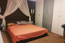 Спальня. Кипр, Айос Тихонас Лимассол : Очаровательная вилла с 4-мя спальнями, 3-мя ванными комнатами, с бассейном, тенистой террасой с патио, расположена в тихом и спокойном районе Agios Tychonas