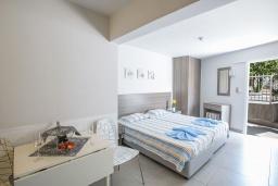 Студия (гостиная+кухня). Кипр, Центр Айя Напы : Уютная студия на первом этаже, расположена в нескольких метрах от Red Square