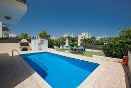 Бассейн. Кипр, Пернера : Великолепная вилла с 3-мя спальнями, с бассейном, солнечной террасой с патио и каменным барбекю, расположена в 250 метрах от пляжа Pernera Beach