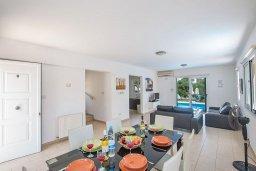 Обеденная зона. Кипр, Пернера : Великолепная вилла с 3-мя спальнями, с бассейном, солнечной террасой с патио и каменным барбекю, расположена в 250 метрах от пляжа Pernera Beach