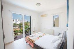 Спальня. Кипр, Пернера : Великолепная вилла с 3-мя спальнями, с бассейном, солнечной террасой с патио и каменным барбекю, расположена в 250 метрах от пляжа Pernera Beach