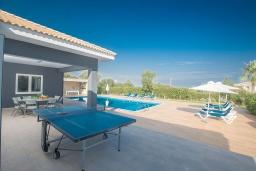 Развлечения и отдых на вилле. Кипр, Айос Элиас : Роскошная вилла с 4-мя спальнями, с бассейном, беседкой с патио, бильярдом, настольным теннисом, в окружении пышного зелёного сада, расположена в тихом и живописном районе Saint Elias