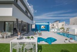 Территория. Кипр, Санрайз Протарас : Шикарная вилла с террасой на крыше с видом на Средиземное море, 5-ю спальнями, 5-ю ванными комнатами, с бассейном, с патио и барбекю, расположена в 600 метрах от пляжа Sunrise Beach