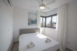 Спальня. Кипр, Санрайз Протарас : Шикарная вилла с террасой на крыше с видом на Средиземное море, 5-ю спальнями, 5-ю ванными комнатами, с бассейном, с патио и барбекю, расположена в 600 метрах от пляжа Sunrise Beach