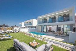Вид на виллу/дом снаружи. Кипр, Санрайз Протарас : Современная вилла с 3-мя спальнями, с бассейном, солнечной террасой с патио, lounge-зоной и барбекю, расположена недалеко от пляжа Sunrise Beach