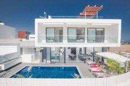 Вид на виллу/дом снаружи. Кипр, Санрайз Протарас : Роскошная вилла с террасой на крыше с видом на Средиземное море, с 3-мя спальнями, с бассейном, патио, lounge-зоной и барбекю, расположена недалеко от пляжа Sunrise Beach