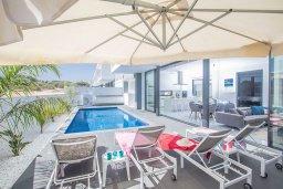 Бассейн. Кипр, Санрайз Протарас : Роскошная вилла с террасой на крыше с видом на Средиземное море, с 3-мя спальнями, с бассейном, патио, lounge-зоной и барбекю, расположена недалеко от пляжа Sunrise Beach