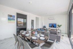 Обеденная зона. Кипр, Санрайз Протарас : Роскошная вилла с террасой на крыше с видом на Средиземное море, с 3-мя спальнями, с бассейном, патио, lounge-зоной и барбекю, расположена недалеко от пляжа Sunrise Beach