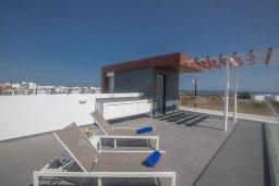Терраса. Кипр, Санрайз Протарас : Роскошная вилла с террасой на крыше с видом на Средиземное море, с 3-мя спальнями, с бассейном, патио, lounge-зоной и барбекю, расположена недалеко от пляжа Sunrise Beach