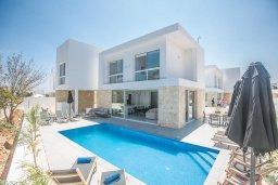 Вид на виллу/дом снаружи. Кипр, Санрайз Протарас : Современная вилла с 4-мя спальнями, с бассейном, солнечной террасой с патио и барбекю, расположена недалеко от пляжа Sunrise Beach