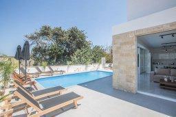 Бассейн. Кипр, Санрайз Протарас : Современная вилла с 4-мя спальнями, с бассейном, солнечной террасой с патио и барбекю, расположена недалеко от пляжа Sunrise Beach