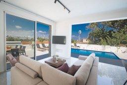 Гостиная. Кипр, Санрайз Протарас : Современная вилла с 4-мя спальнями, с бассейном, солнечной террасой с патио и барбекю, расположена недалеко от пляжа Sunrise Beach
