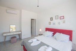 Спальня. Кипр, Санрайз Протарас : Современная вилла с 4-мя спальнями, с бассейном, солнечной террасой с патио и барбекю, расположена недалеко от пляжа Sunrise Beach