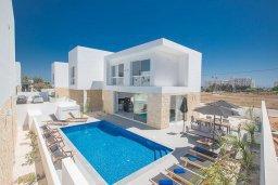Вид на виллу/дом снаружи. Кипр, Санрайз Протарас : Потрясающая вилла с 4-мя спальнями, с бассейном, солнечной террасой с патио и барбекю, расположена недалеко от пляжа Sunrise Beach