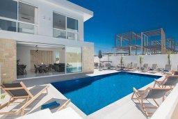 Бассейн. Кипр, Санрайз Протарас : Потрясающая вилла с 4-мя спальнями, с бассейном, солнечной террасой с патио и барбекю, расположена недалеко от пляжа Sunrise Beach