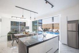 Кухня. Кипр, Санрайз Протарас : Потрясающая вилла с 4-мя спальнями, с бассейном, солнечной террасой с патио и барбекю, расположена недалеко от пляжа Sunrise Beach