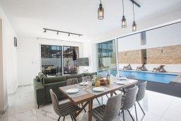 Обеденная зона. Кипр, Санрайз Протарас : Потрясающая вилла с 4-мя спальнями, с бассейном, солнечной террасой с патио и барбекю, расположена недалеко от пляжа Sunrise Beach