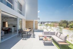 Терраса. Кипр, Санрайз Протарас : Элегантная вилла с 4-мя спальнями, с бассейном, солнечной террасой с патио, lounge-зоной и барбекю, расположена недалеко от пляжа Sunrise Beach