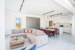 Гостиная. Кипр, Санрайз Протарас : Фантастическая вилла с 4-мя спальнями, с бассейном, солнечной террасой с патио, lounge-зоной и барбекю, расположена недалеко от пляжа Sunrise Beach