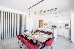 Обеденная зона. Кипр, Санрайз Протарас : Фантастическая вилла с 4-мя спальнями, с бассейном, солнечной террасой с патио, lounge-зоной и барбекю, расположена недалеко от пляжа Sunrise Beach
