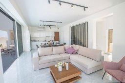Гостиная. Кипр, Санрайз Протарас : Современная вилла с видом на Средиземное море, с 4-мя спальнями, с бассейном, солнечной террасой с патио и барбекю, расположена недалеко от пляжа Sunrise Beach