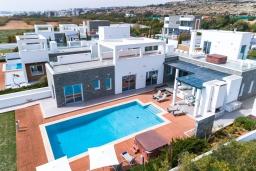 Кипр, Центр Айя Напы : Фантастическая вилла с захватывающим видом на море, с 6-ю спальнями, с большим бассейном и джакузи, солнечной террасой с lounge-зоной, сауной и тренажерным залом