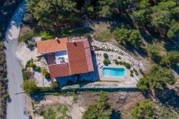 Вид на виллу/дом снаружи. Кипр, Аргака : Удивительная вилла с видом на море и горы, с 4-мя спальнями, с бассейном, тенистой террасой с патио и барбекю, расположена в тихом и спокойном районе на окраине деревни Аргака