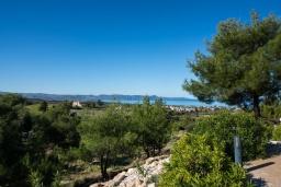 Вид на море. Кипр, Аргака : Удивительная вилла с видом на море и горы, с 4-мя спальнями, с бассейном, тенистой террасой с патио и барбекю, расположена в тихом и спокойном районе на окраине деревни Аргака