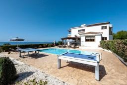 Территория. Кипр, Аргака : Потрясающая вилла с видом на море и горы, с 3-мя спальнями, с бассейном с подогревом, настольным теннисом, бильярдом, тенистой террасой с патио и каменным барбекю, расположена в тихом и спокойном районе на окраине деревни Аргака