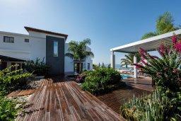 Территория. Кипр, Аргака : Волшебная вилла с панорамным видом на море и горы, с 3-мя спальнями, с бассейном с подогревом, беседкой, настольным теннисом и бильярдом, в окружении пышного зелёного сада, расположена в тихом и спокойном районе у подножия деревни Аргака
