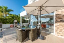 Патио. Кипр, Корал Бэй : Великолепная вилла с видом на Средиземное море, с 5-ю спальнями, с бассейном, бильярдом, солнечной террасой с патио и каменным барбекю, расположена недалеко от пляжа Coral Bay Beach